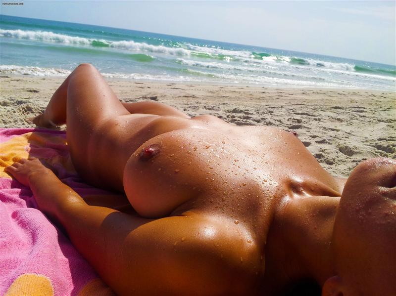 Пляж ню фотографии
