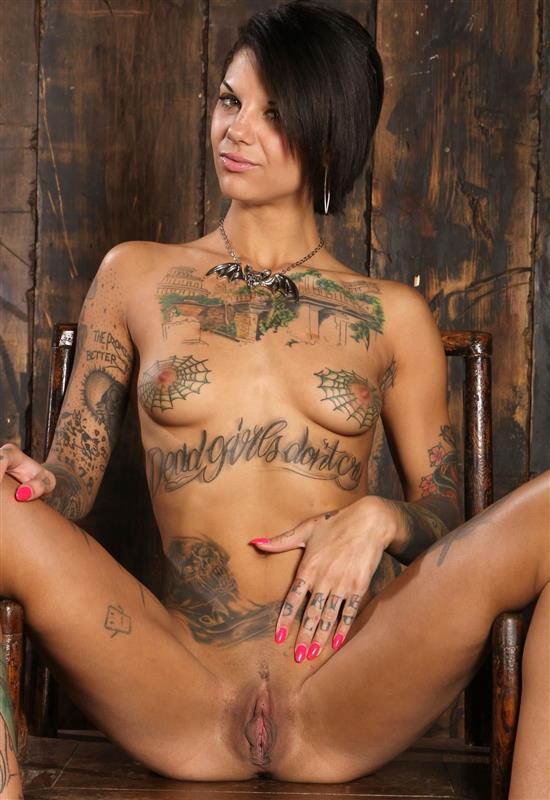 фото порно звёзд с татуировками