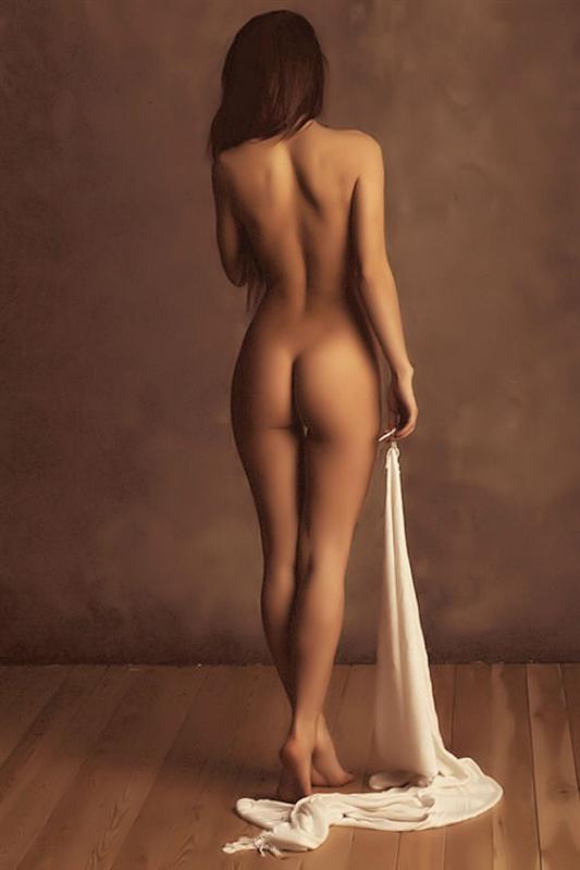 девушка с голой спиной