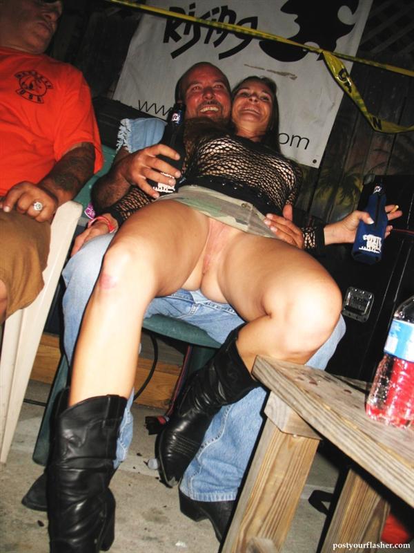 фото порно под юбкой смотреть