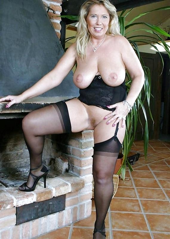 Обворожительная зрелая женщина Бесплатное порно фото онлайн.